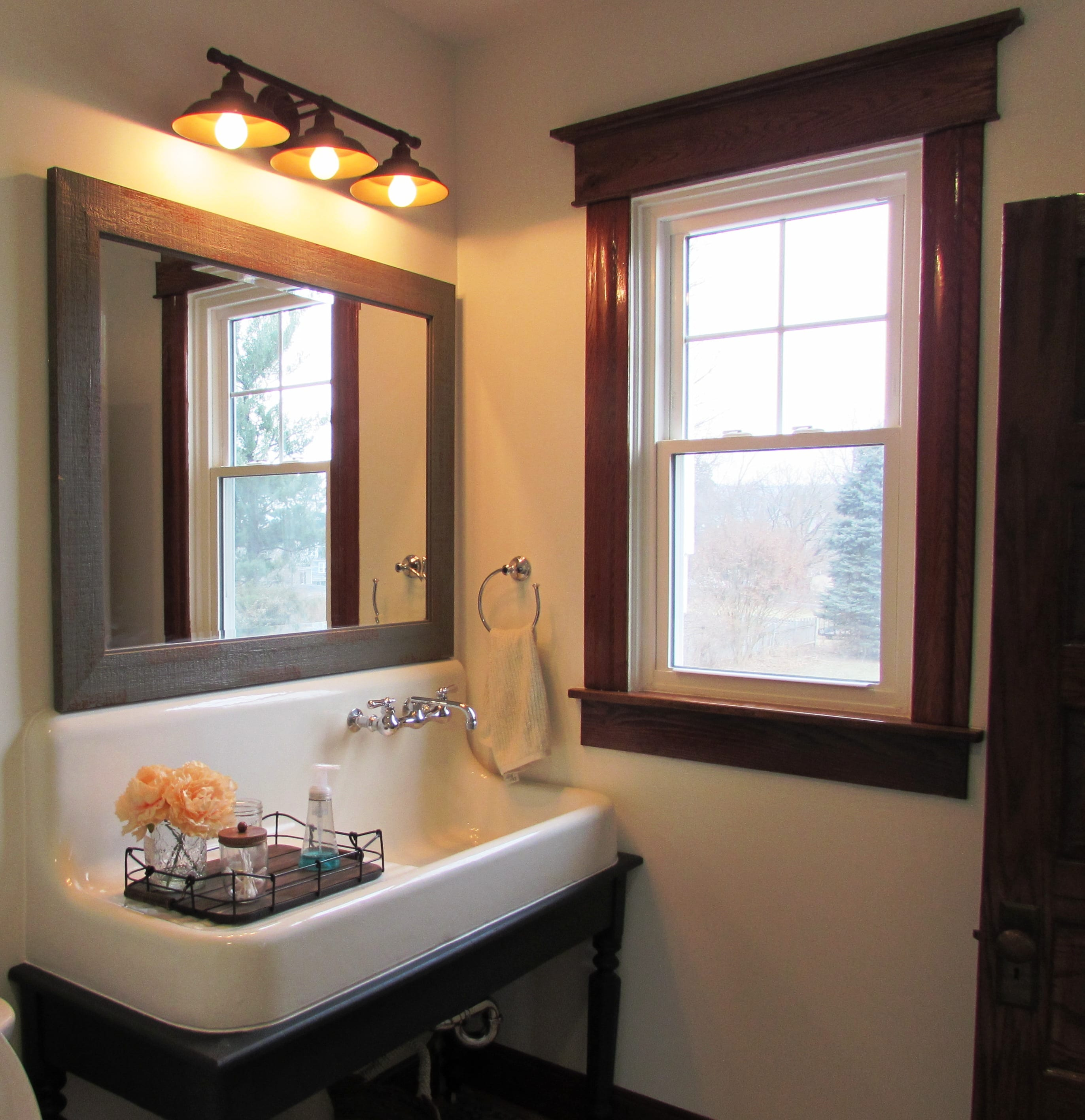 A Historic Home In Middletown Md Has All The Bathrooms
