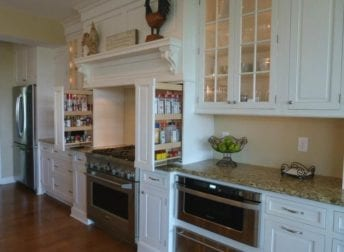 Large kitchen & screened porch