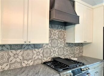 Stylish tlle backsplash in kitchen remodel